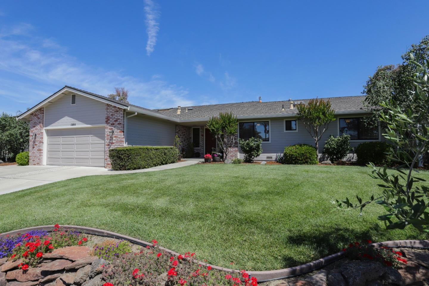 Detail Gallery Image 1 of 1 For 1205 S Ridgemark Dr, Hollister,  CA 95023 - 4 Beds | 2/1 Baths