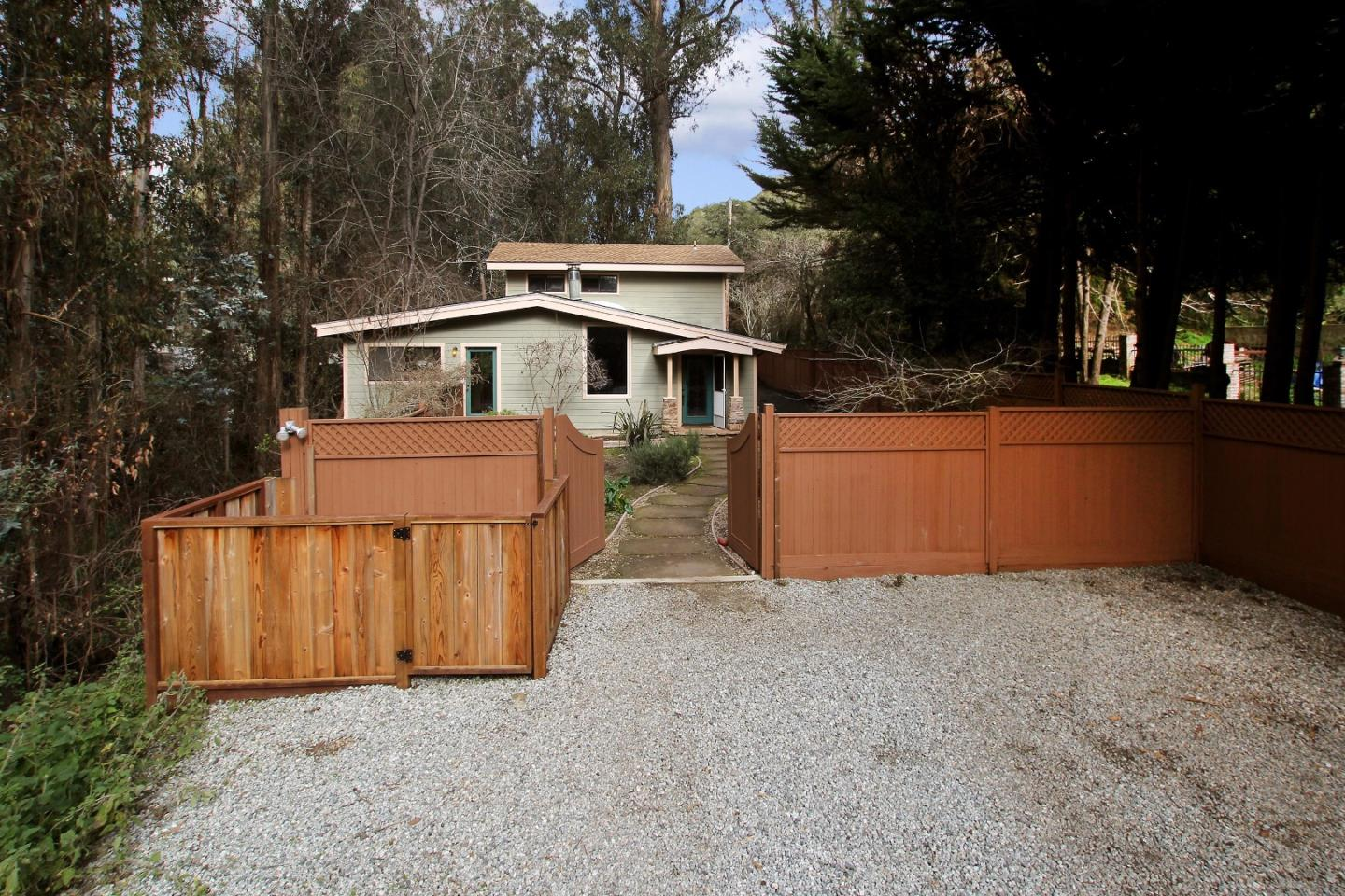 Detail Gallery Image 1 of 28 For 1071 N Rodeo Gulch Rd, Soquel, CA 95073 - 3 Beds | 2 Baths