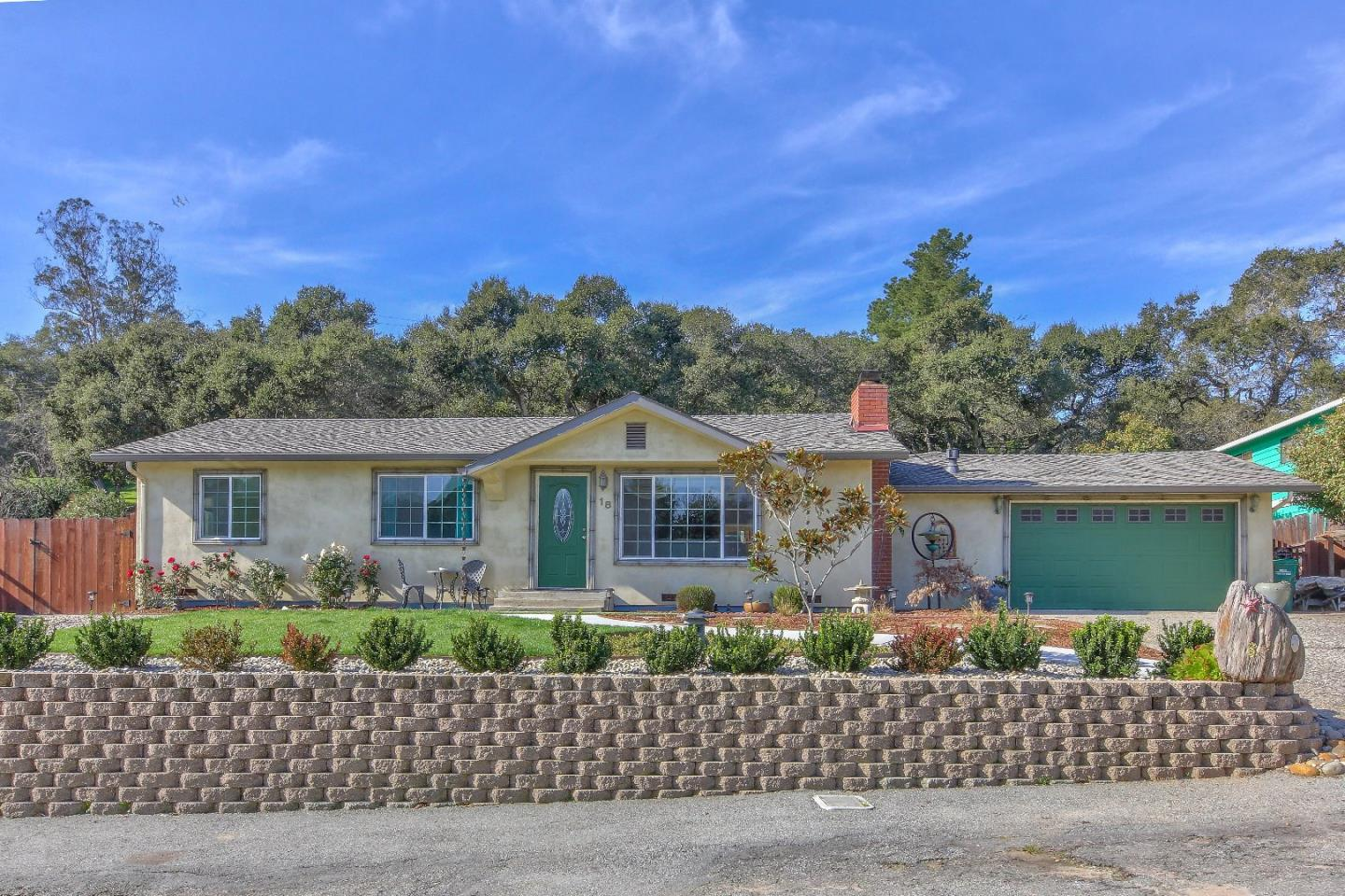 Detail Gallery Image 1 of 36 For 18 Montclair Pl, Salinas, CA 93907 - 3 Beds | 2 Baths