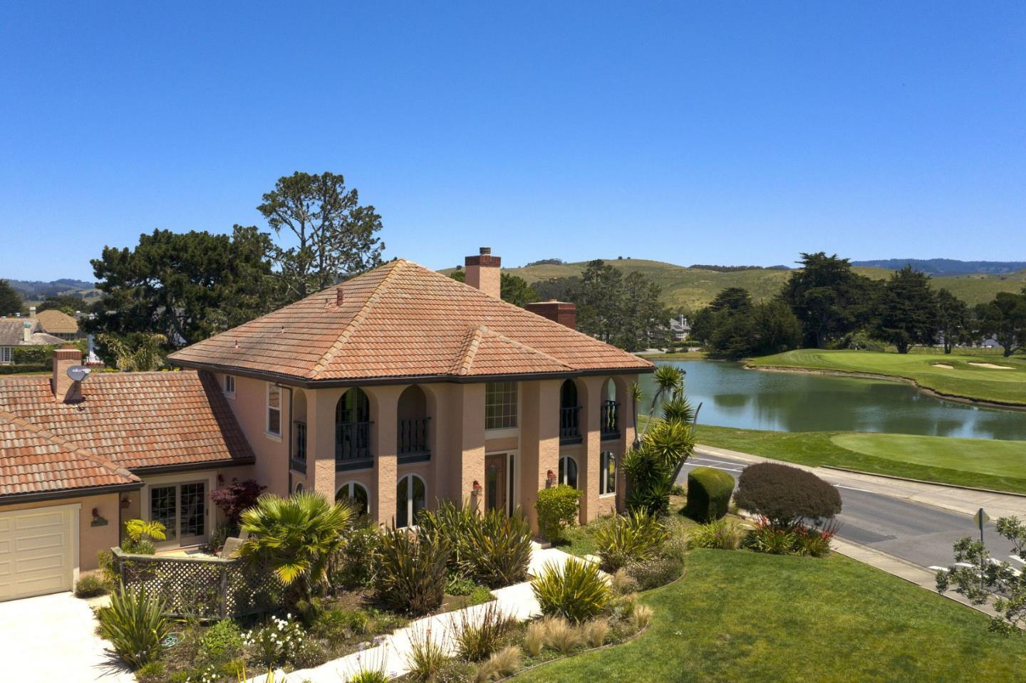 Detail Gallery Image 1 of 33 For 445 Greenbrier Rd, Half Moon Bay, CA 94019 - 4 Beds | 3/1 Baths