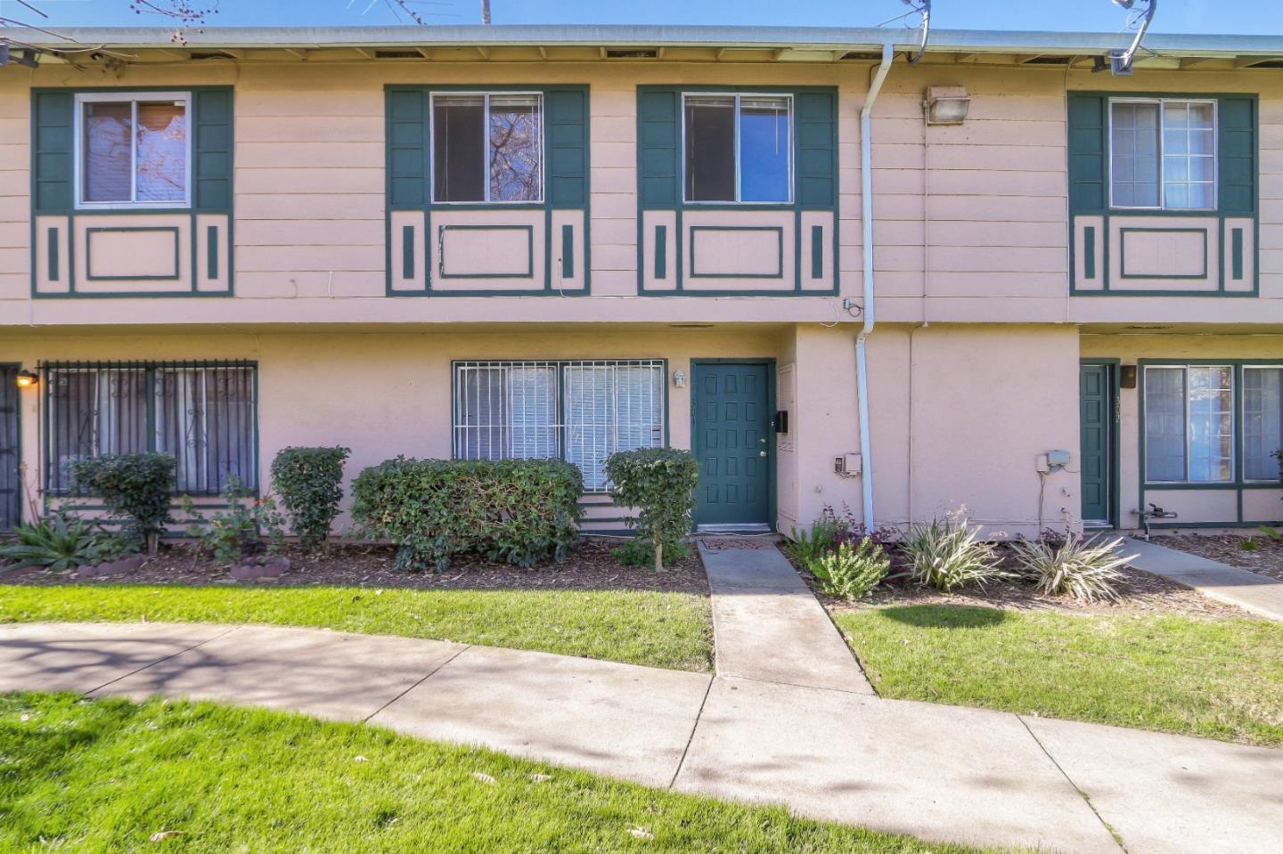 Detail Gallery Image 1 of 29 For 304 Guanacaste Ct, San Jose, CA 95116 - 3 Beds | 1/1 Baths