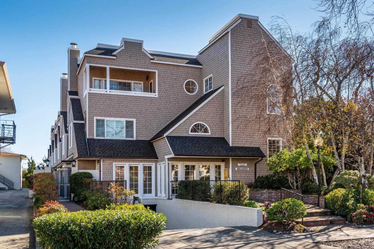 Detail Gallery Image 1 of 1 For 1233 Bellevue Ave #1, Burlingame, CA 94010 - 2 Beds | 2/1 Baths