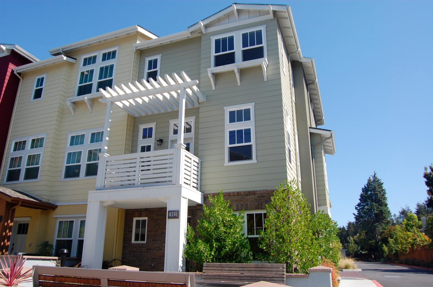 Detail Gallery Image 1 of 1 For 1921 Stella St, Mountain View, CA 94043 - 3 Beds   2/1 Baths