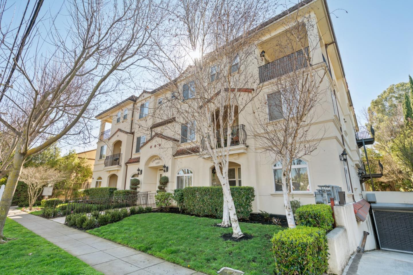 Detail Gallery Image 1 of 1 For 1237 Capuchino Ave #7, Burlingame, CA 94010 - 2 Beds | 2 Baths