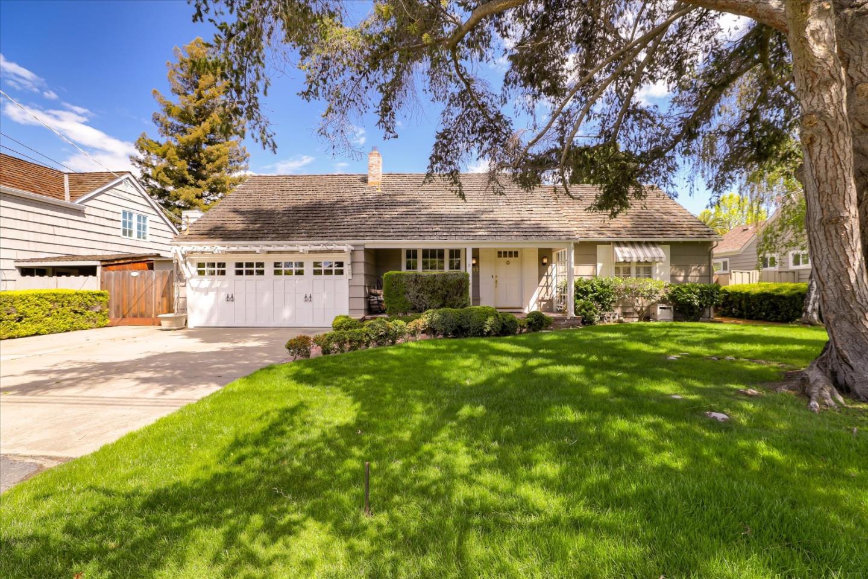 1683 Parkhills Avenue Los Altos, CA 94024