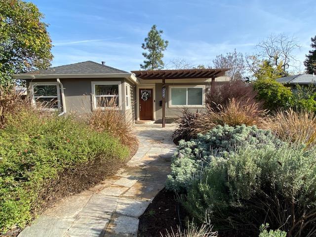 Detail Gallery Image 1 of 1 For 605 Oak Ridge Dr, Redwood City, CA 94061 - 4 Beds | 1 Baths