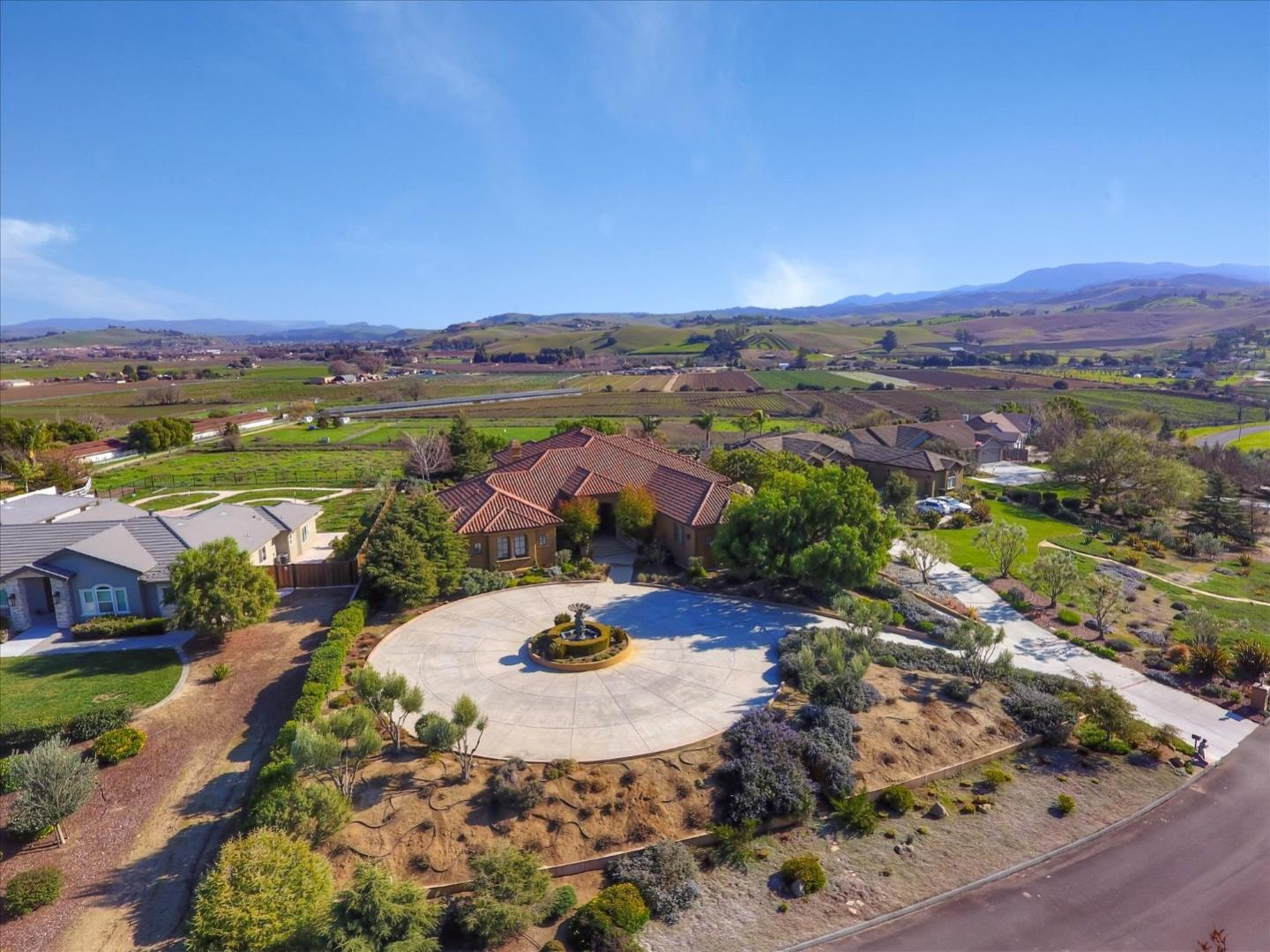 Detail Gallery Image 1 of 1 For 1131 Union Hts, Hollister,  CA 95023 - 3 Beds | 3/2 Baths