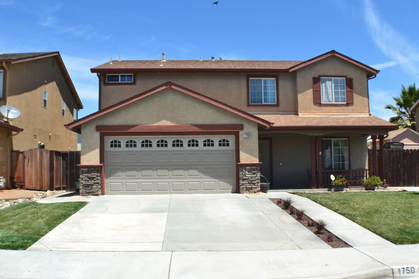 Detail Gallery Image 1 of 1 For 1750 Brighton Dr, Hollister,  CA 95023 - 4 Beds | 2/1 Baths