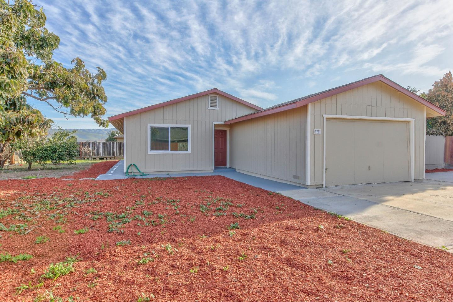 Detail Gallery Image 1 of 30 For 970 Elko St, Gonzales, CA 93926 - 4 Beds | 2 Baths