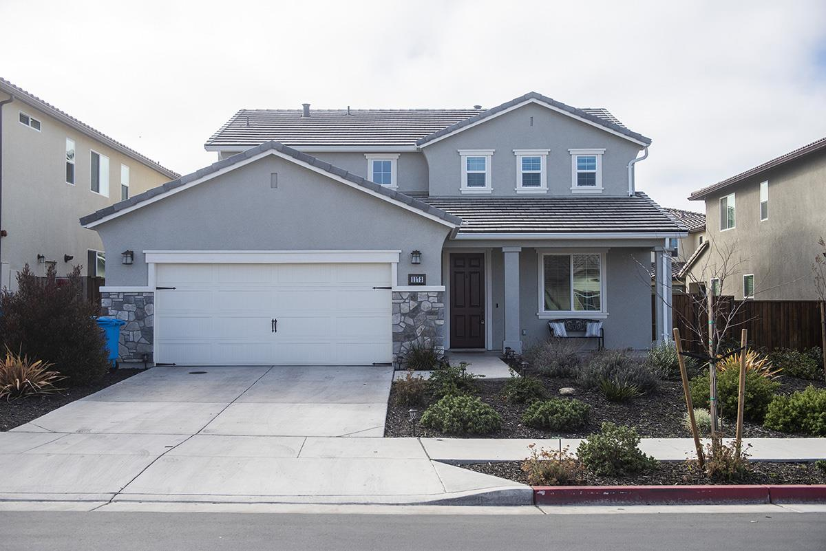 Detail Gallery Image 1 of 31 For 1173 Lucero Dr, Hollister, CA 95023 - 4 Beds | 2/1 Baths