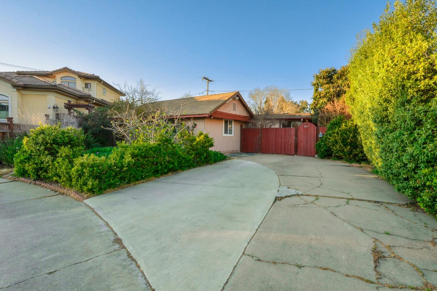 Detail Gallery Image 1 of 26 For 18645 Ralya Ct, Cupertino, CA 95014 - 3 Beds | 2 Baths