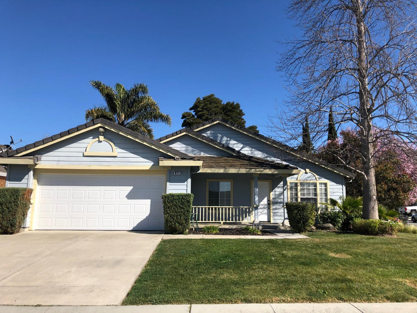 Detail Gallery Image 1 of 1 For 971 Capitola Dr, Hollister, CA 95023 - 3 Beds | 2 Baths