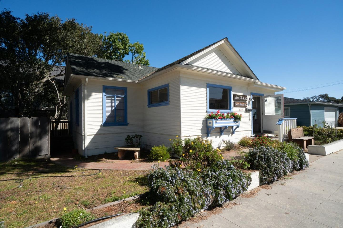 625 Forest AVE Pacific Grove, CA 93950
