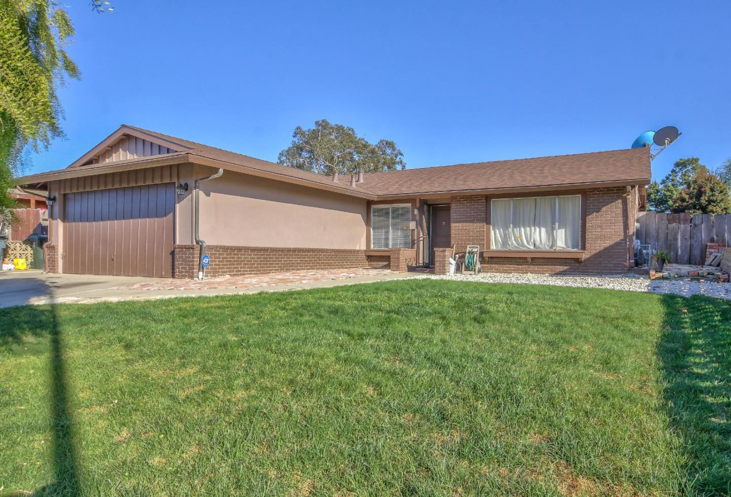 Detail Gallery Image 1 of 18 For 18960 Souza Way, Salinas, CA 93906 - 3 Beds | 2 Baths