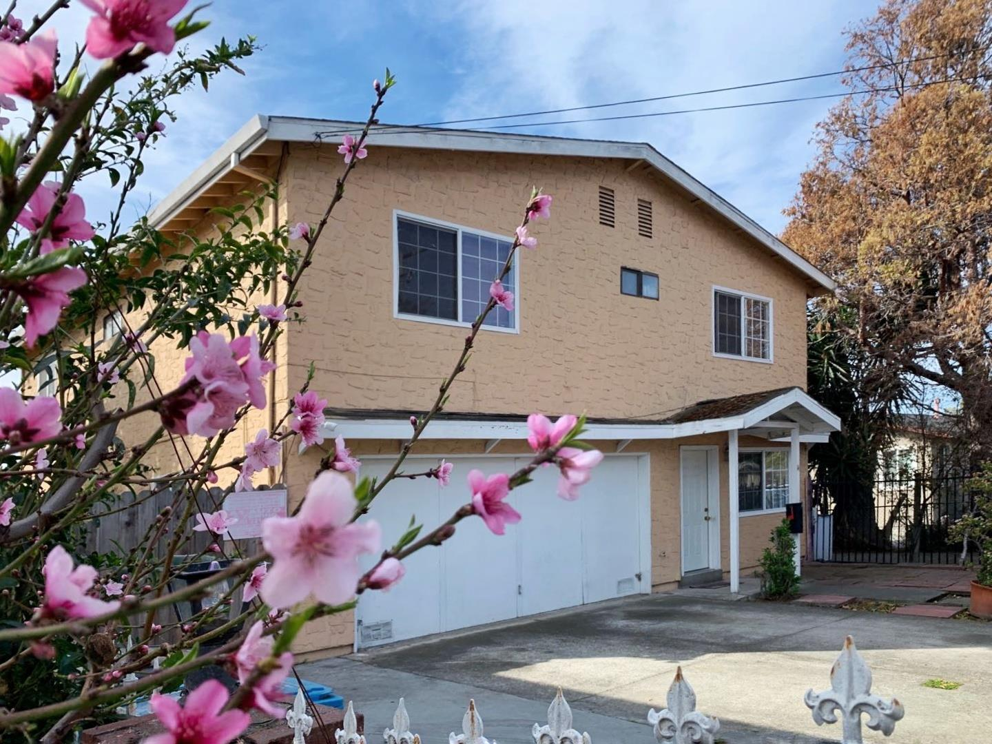 Detail Gallery Image 1 of 14 For 14 Buchanan Ct, East Palo Alto, CA 94303 - 4 Beds | 2/1 Baths