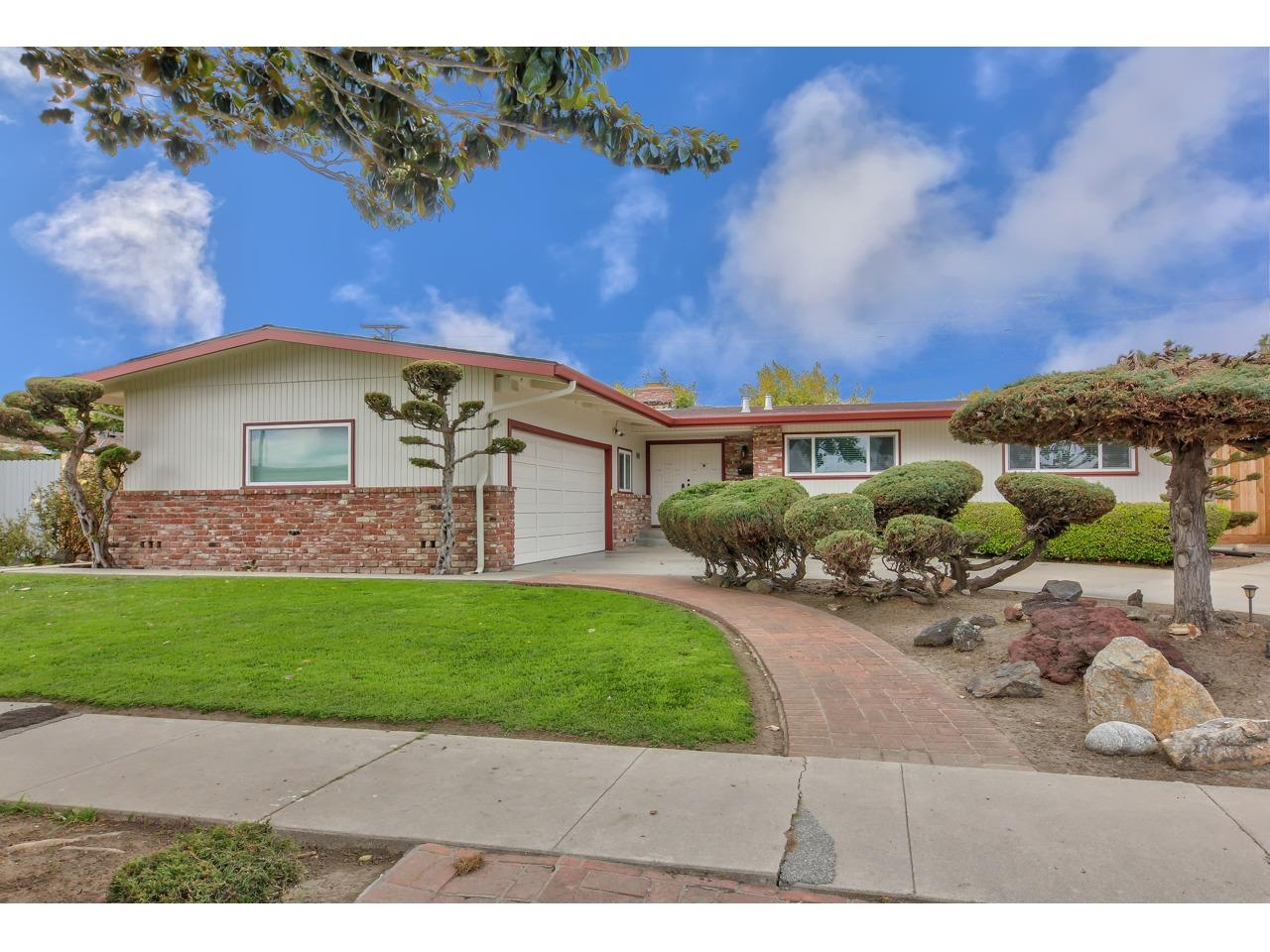 Detail Gallery Image 1 of 1 For 924 W Alisal St, Salinas,  CA 93901 - 4 Beds | 3/1 Baths