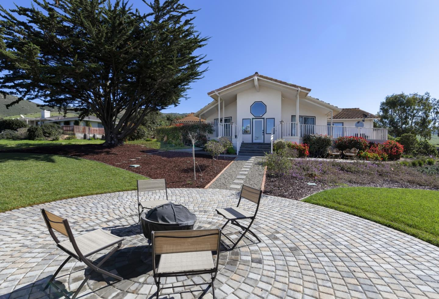 Detail Gallery Image 1 of 1 For 17562 Hillcrest Dr, Salinas,  CA 93908 - 3 Beds | 2 Baths