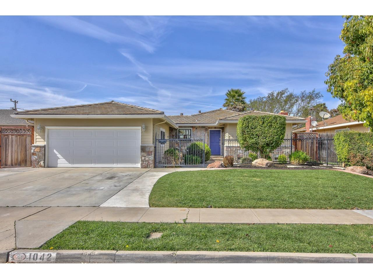 Detail Gallery Image 1 of 1 For 1042 University Ave, Salinas,  CA 93901 - 3 Beds   2 Baths