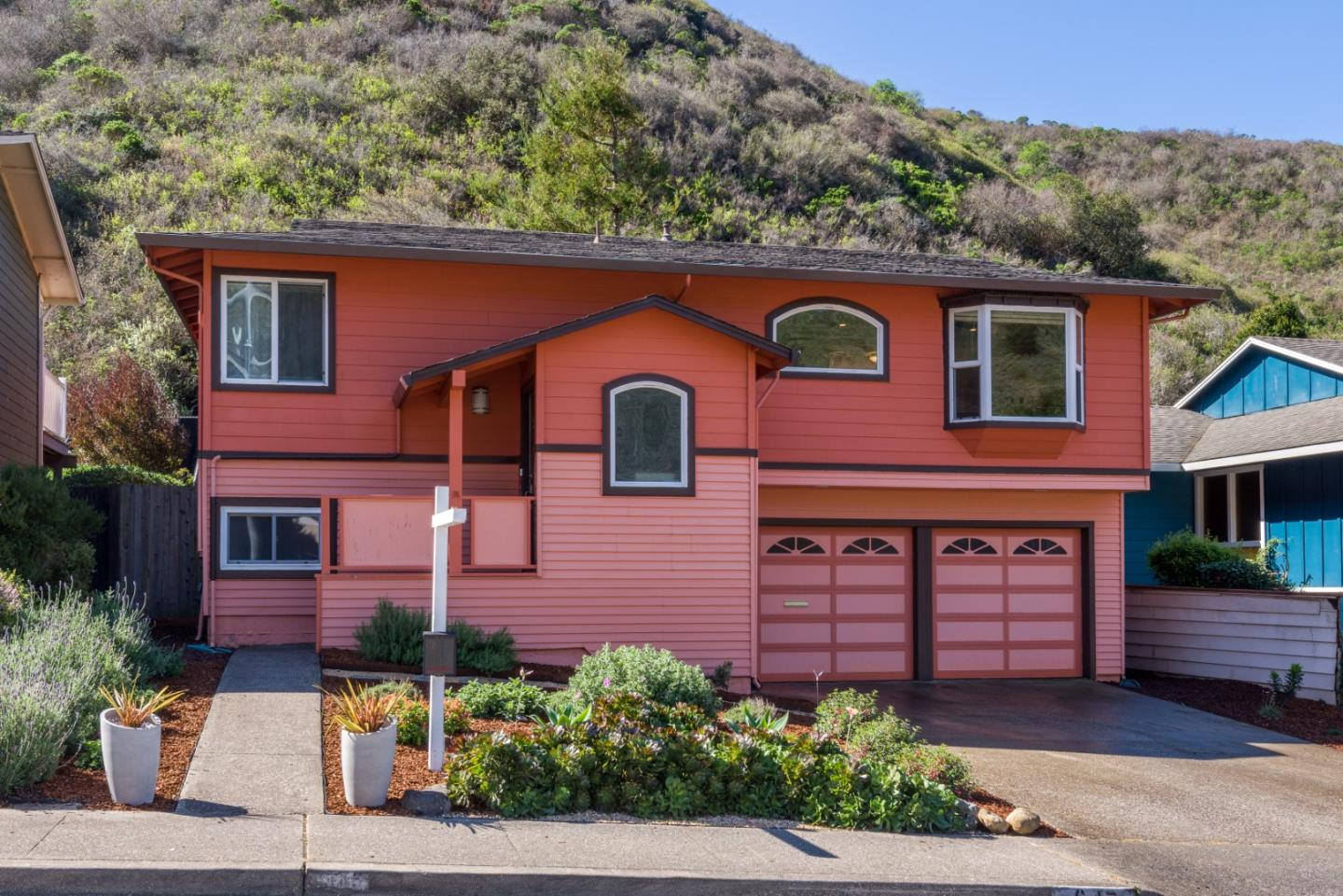 Detail Gallery Image 1 of 1 For 647 Big Bend Dr, Pacifica, CA 94044 - 4 Beds   2 Baths