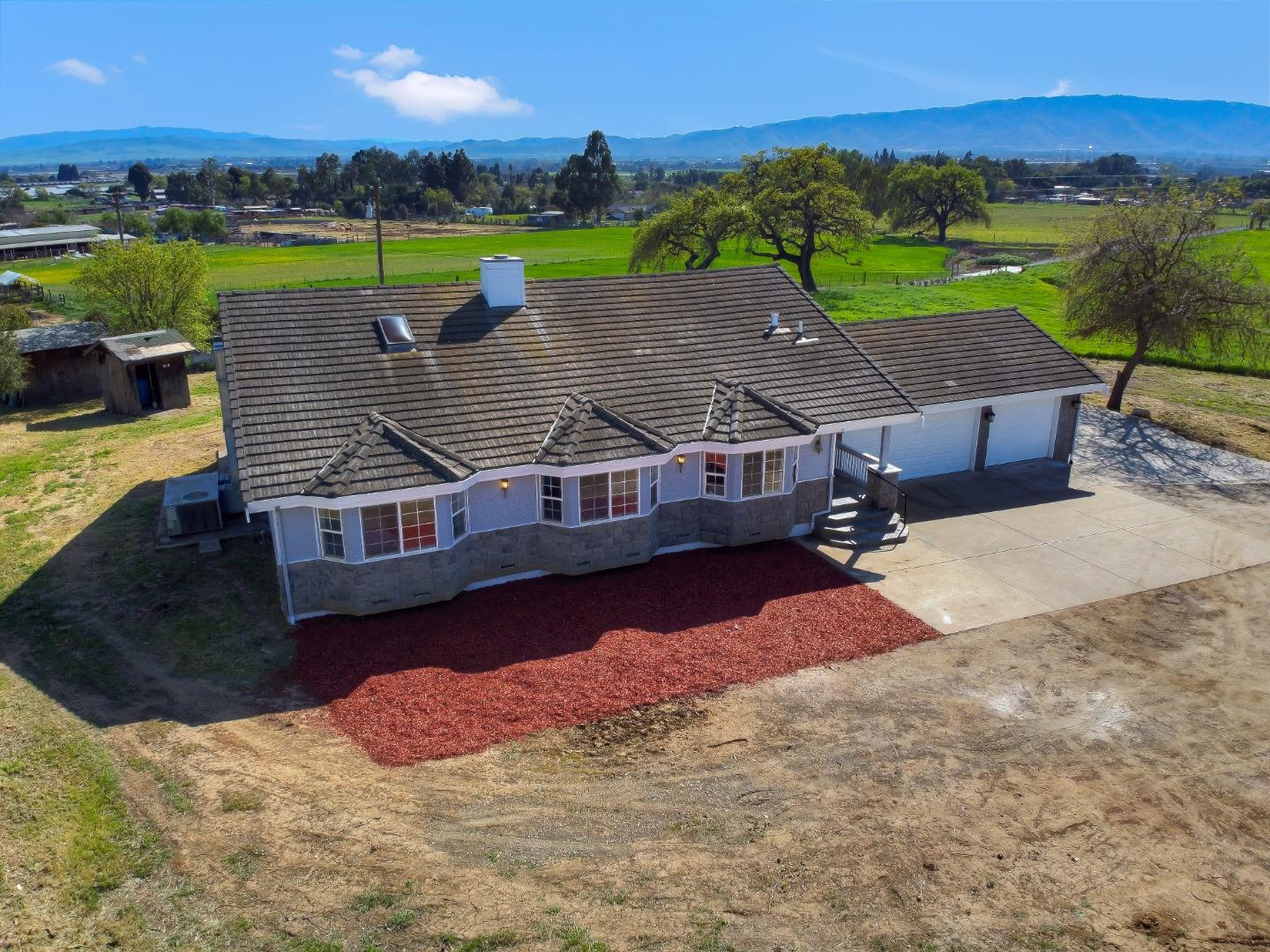 Detail Gallery Image 1 of 1 For 2800 Roop Rd, Gilroy,  CA 95020 - 3 Beds   3 Baths