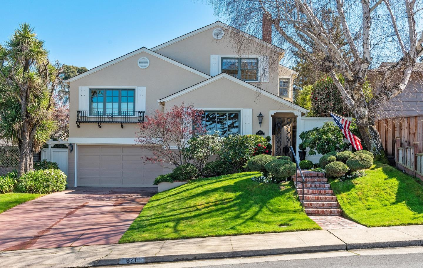 Fabulous house in a great neighborhood with close proximity to Baywood Elementary and Aragon High. Custom built-in cabinetry throughout. The family room has built-ins on either side of the brick faced fireplace. A custom staircase with large skylight and beams. Large spacious bedrooms with natural light. The master suite boasts a large walk-in closet and features a newly remodeled bathroom. Mature landscaping, rear brick patio with trellis and arbor designed as an entertainers backyard with lots of privacy. Don't miss this great opportunity.