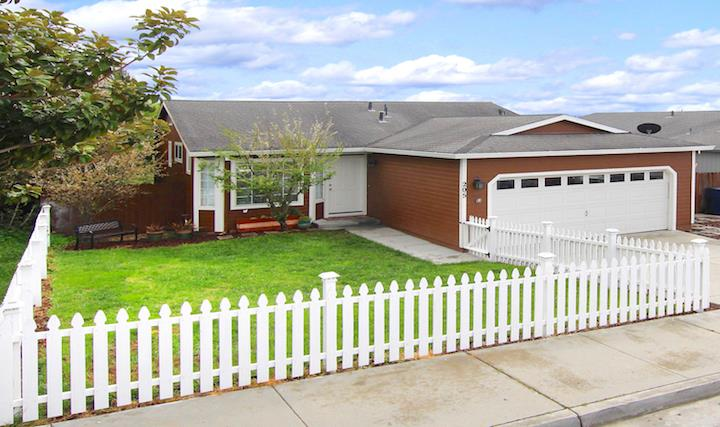 Detail Gallery Image 1 of 1 For 205 Kimberly Ln, Watsonville,  CA 95076 - 3 Beds | 2 Baths