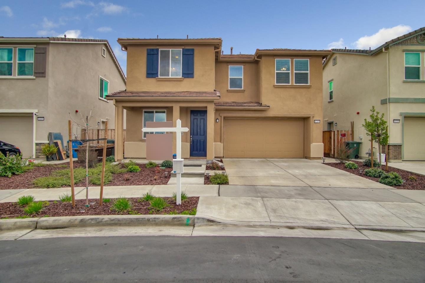 Detail Gallery Image 1 of 28 For 1215 Marille Ln, Hollister, CA 95023 - 3 Beds | 2/1 Baths