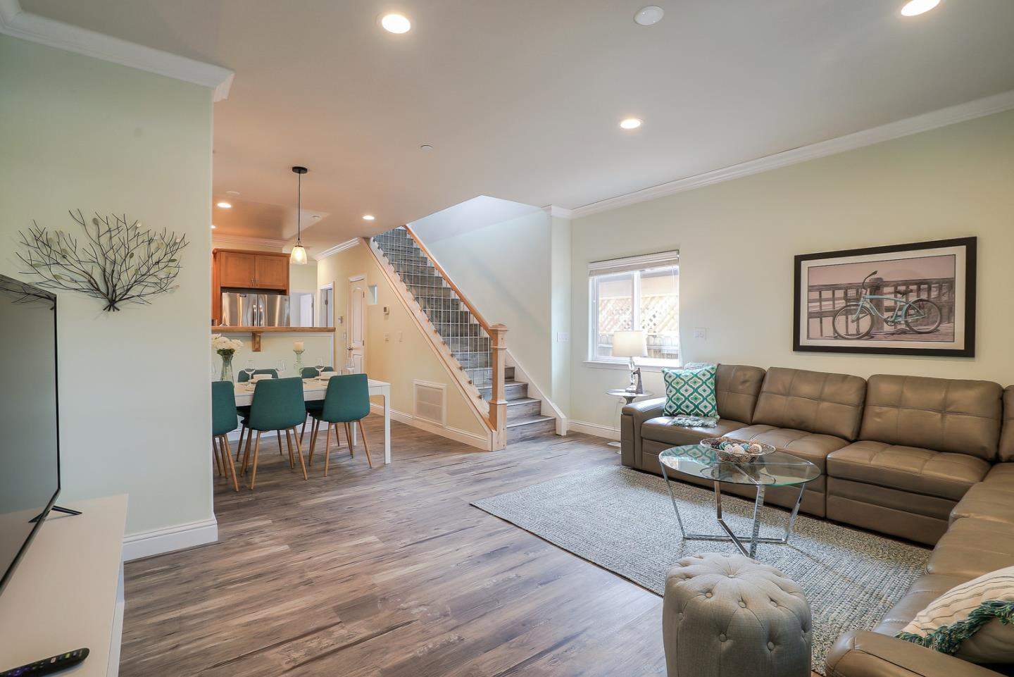 Detail Gallery Image 1 of 31 For 117 Fair Oaks Ave, Mountain View,  CA 94040 - 3 Beds | 2/1 Baths