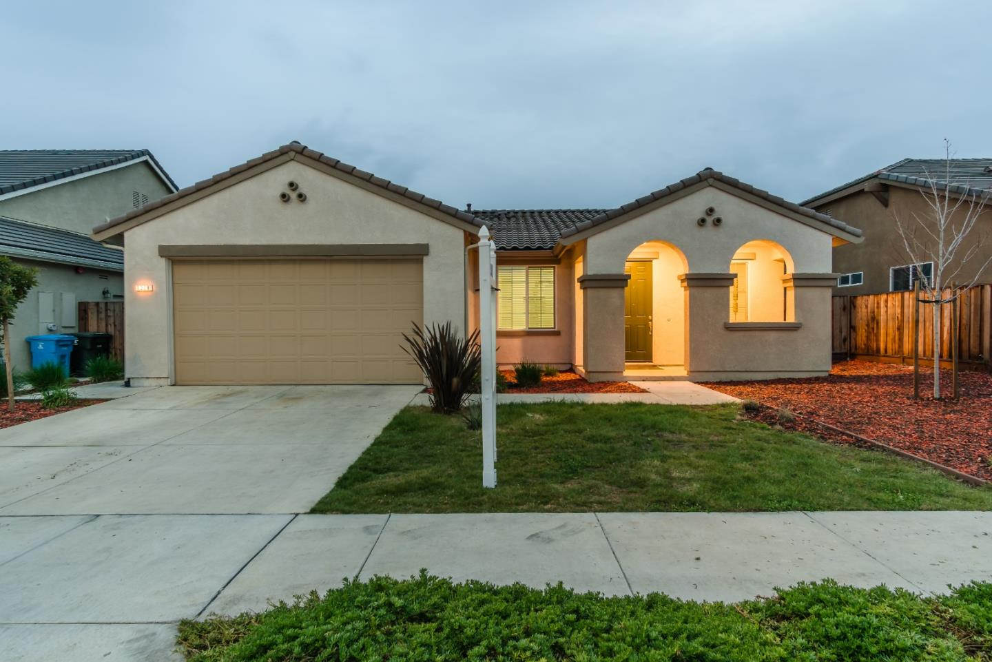 Detail Gallery Image 1 of 1 For 1239 Steinbeck Dr, Hollister, CA 95023 - 3 Beds | 2 Baths