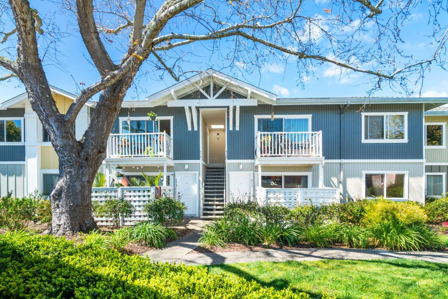 Detail Gallery Image 1 of 25 For 755 14th Ave #611, Santa Cruz, CA 95062 - 1 Beds | 1 Baths