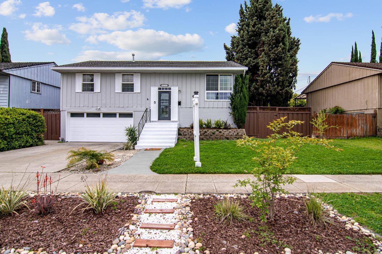 Detail Gallery Image 1 of 1 For 1608 Hallbrook Dr, San Jose,  CA 95124 - 4 Beds | 2 Baths