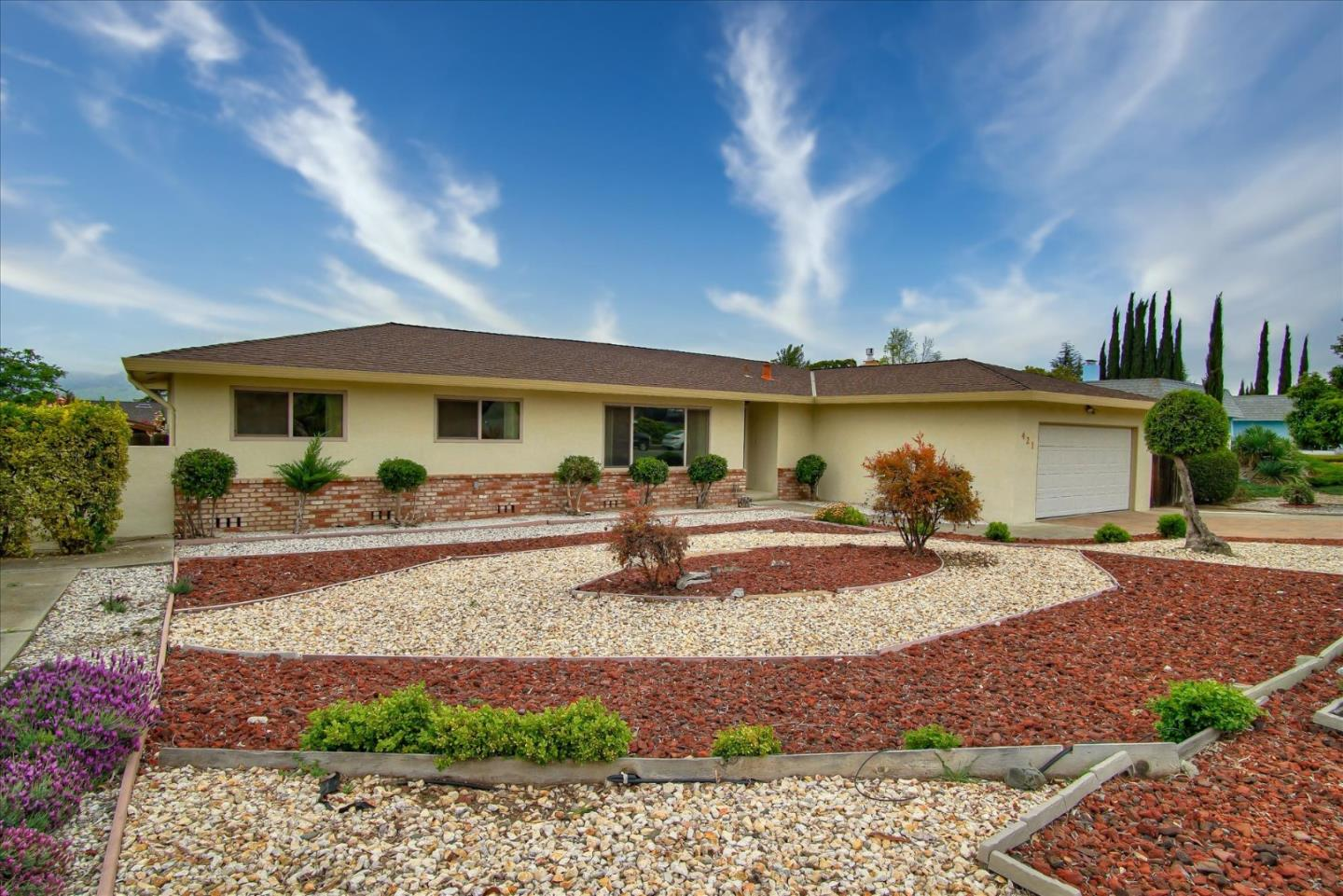 Detail Gallery Image 1 of 1 For 421 Donald Dr, Hollister, CA 95023 - 4 Beds   2 Baths