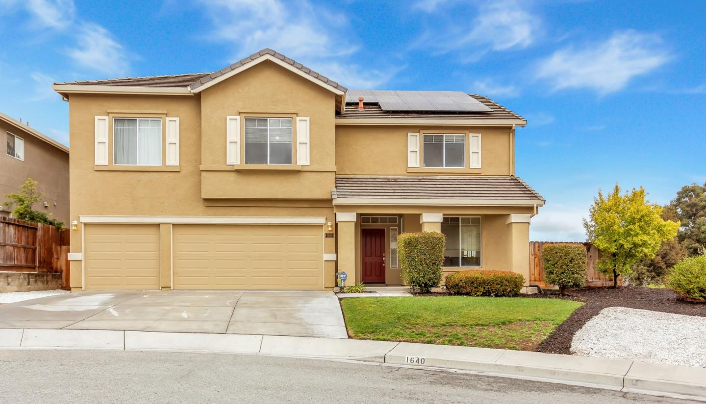 Detail Gallery Image 1 of 1 For 1640 Cobblestone Ct, Hollister, CA 95023 - 4 Beds | 2/1 Baths