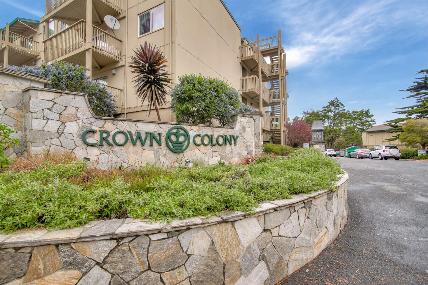 Detail Gallery Image 1 of 18 For 389 Half Moon Ln #8, Daly City, CA 94015 - 2 Beds | 1/1 Baths