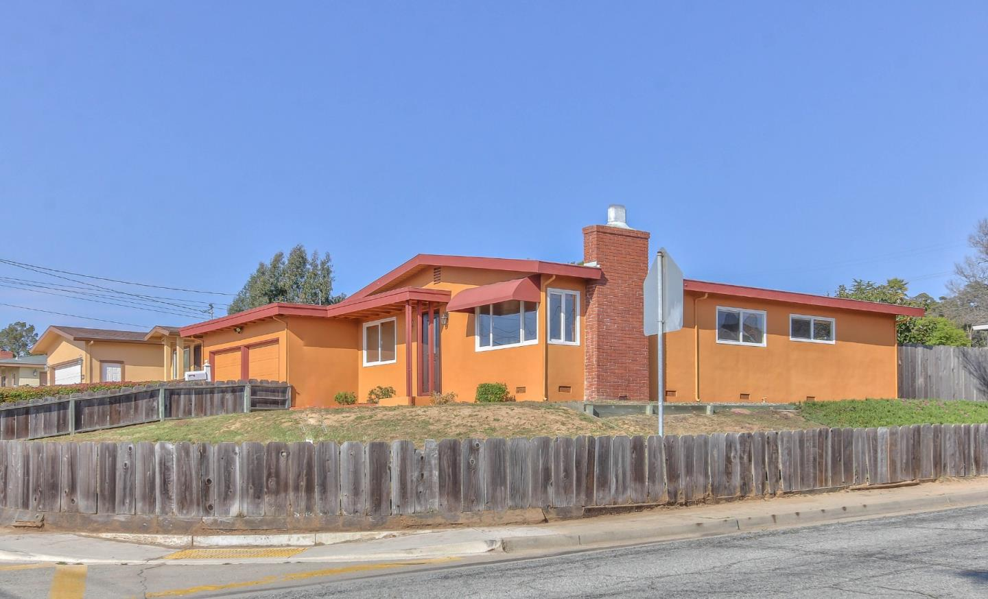 Detail Gallery Image 1 of 1 For 1900 Lincoln St, Seaside,  CA 93955 - 3 Beds | 1/1 Baths