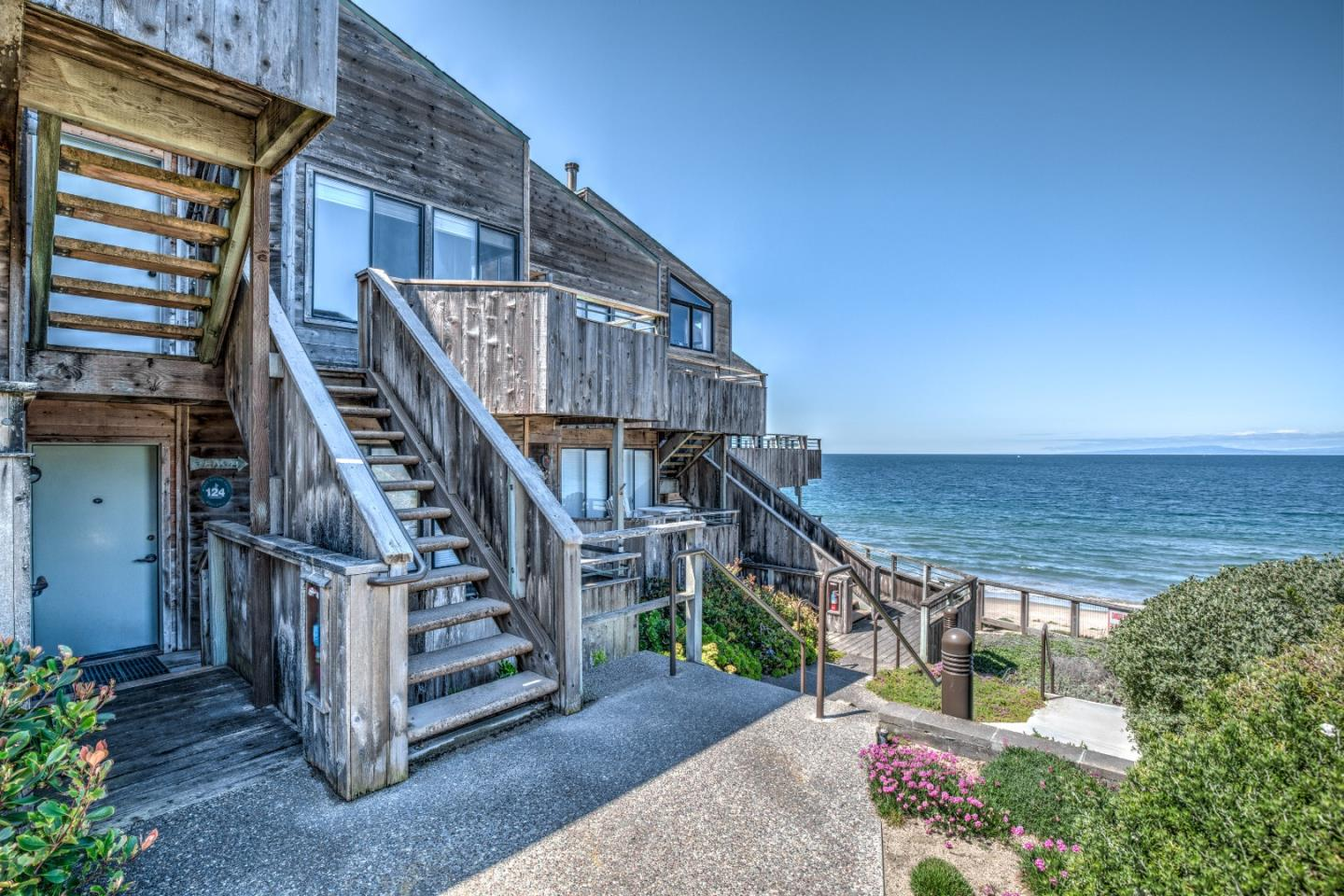 Detail Gallery Image 1 of 1 For 1 Surf Way #124, Monterey, CA 93940 - 1 Beds | 1 Baths