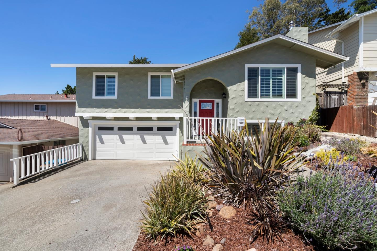 Detail Gallery Image 1 of 23 For 1205 Park Pacifica Ave, Pacifica, CA 94044 - 3 Beds | 2/1 Baths