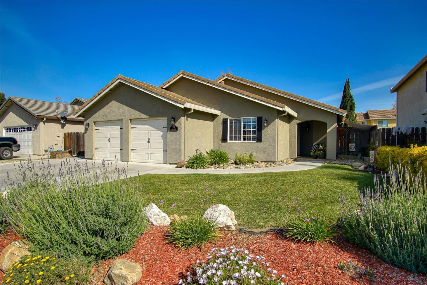 Detail Gallery Image 1 of 1 For 750 Ruger Ct, Hollister, CA 95023 - 3 Beds | 2 Baths