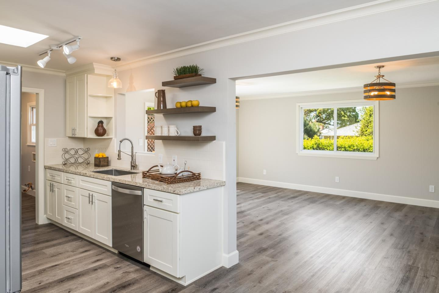 Detail Gallery Image 1 of 28 For 261 Edinburgh Ave, Monterey, CA 93940 - 3 Beds | 1/1 Baths