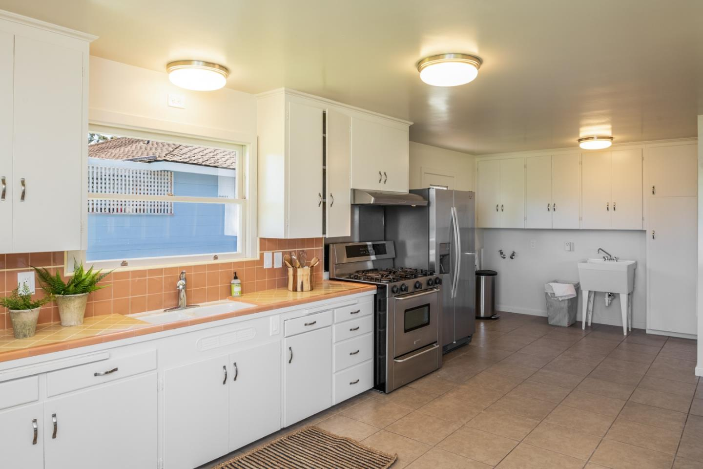 860 Jewell AVE Pacific Grove, CA 93950