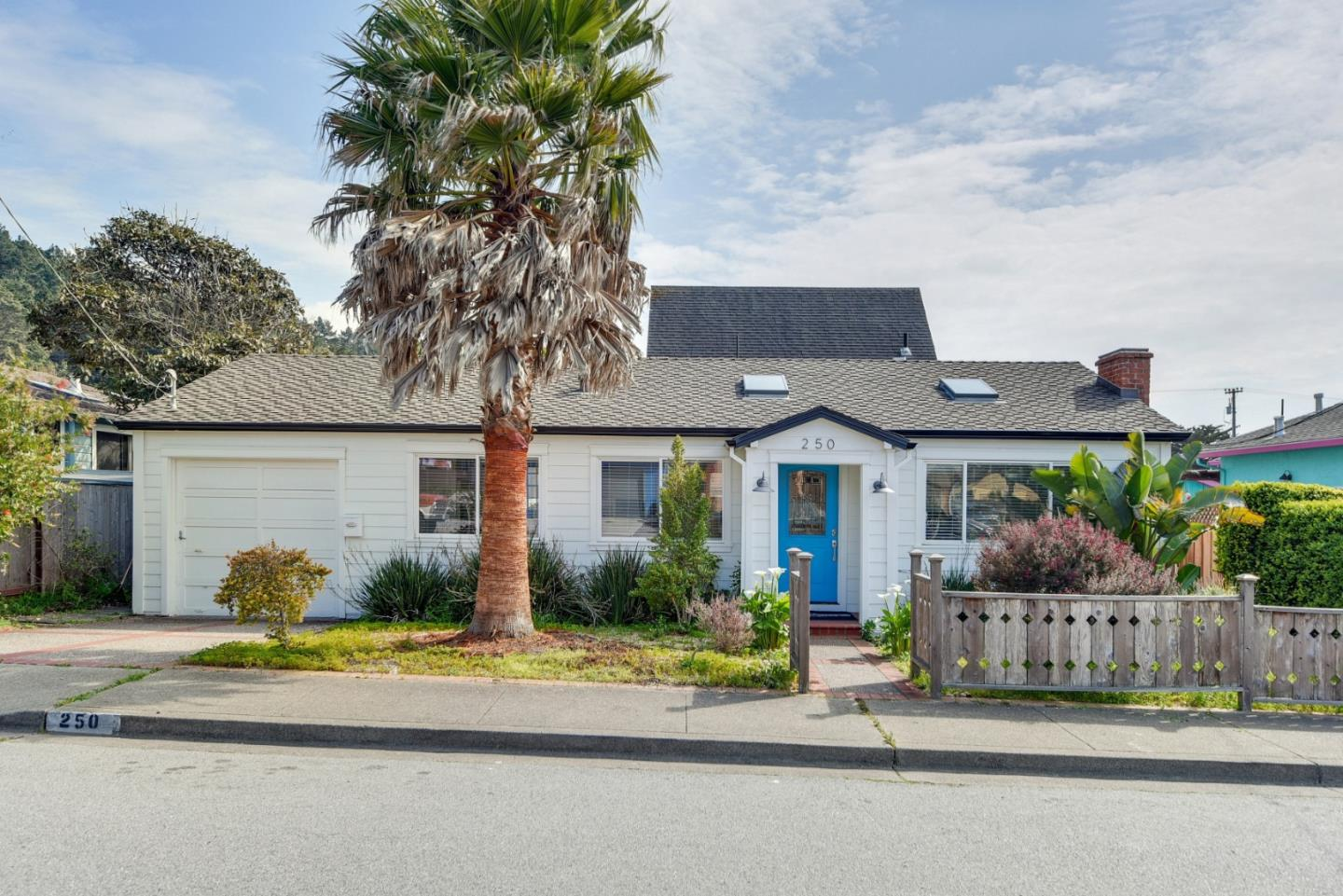 Detail Gallery Image 1 of 1 For 250 Moana Pl, Pacifica, CA 94044 - 3 Beds | 2 Baths