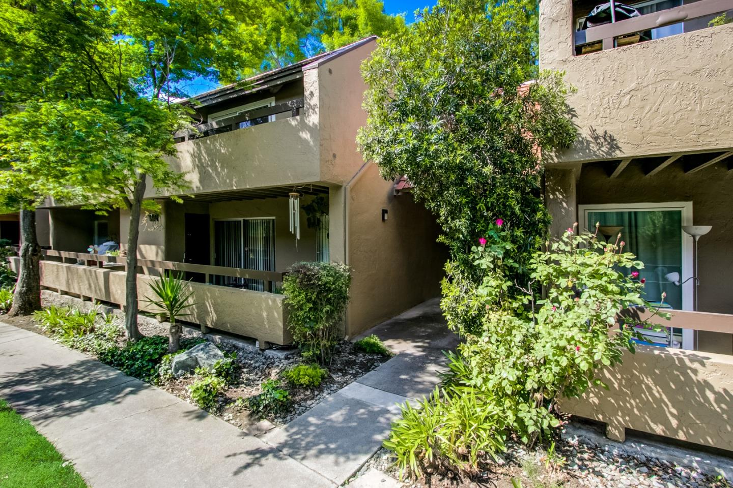 Detail Gallery Image 1 of 1 For 294 Tradewinds Dr #6, San Jose, CA 95123 - 2 Beds | 1 Baths