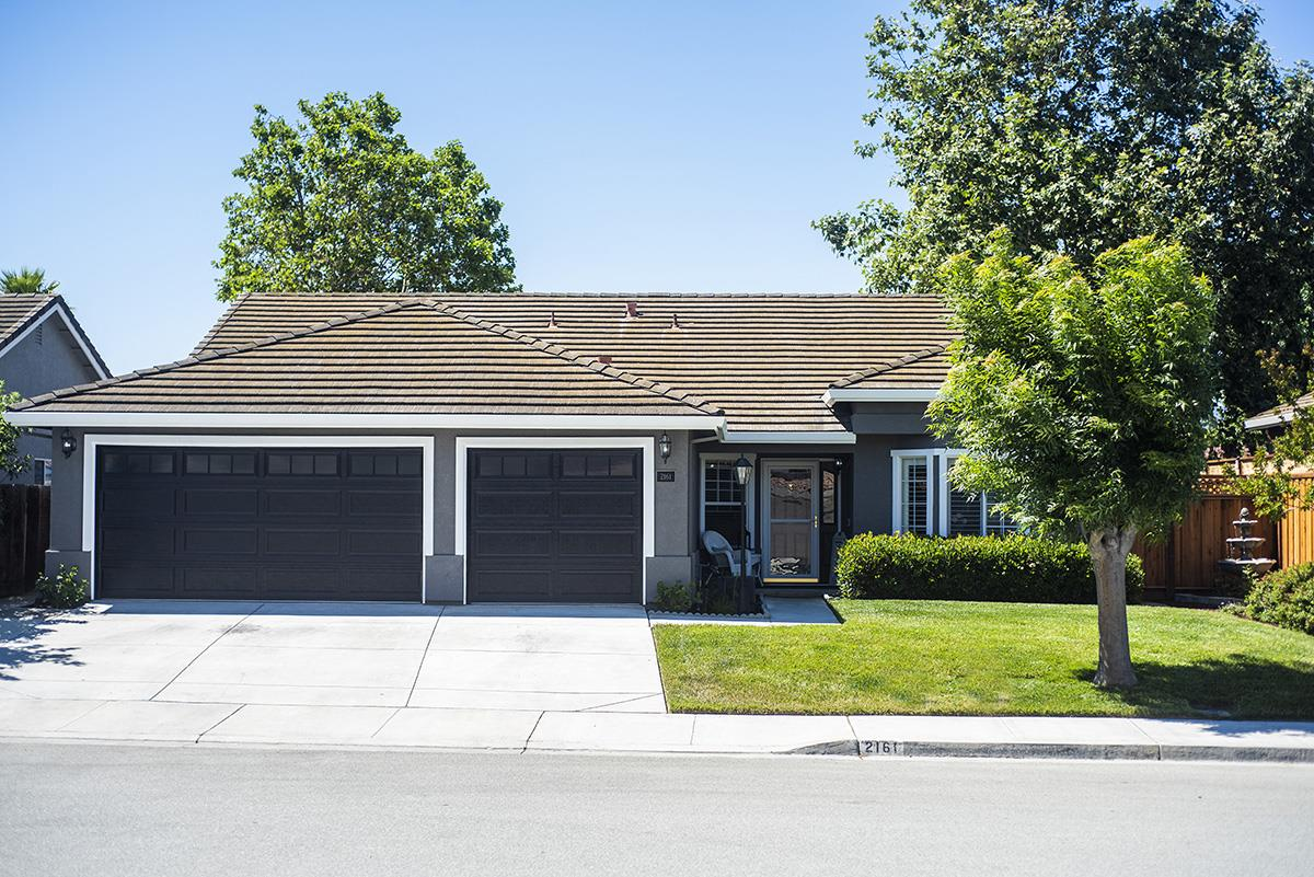 Detail Gallery Image 1 of 45 For 2161 Beachwood Ct, Hollister, CA 95023 - 4 Beds | 2 Baths