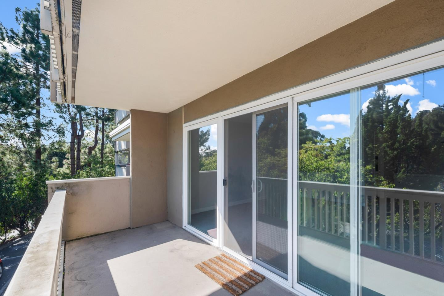 Detail Gallery Image 1 of 27 For 1101 Continentals Way #109,  Belmont,  CA 94002 - 2 Beds | 2 Baths