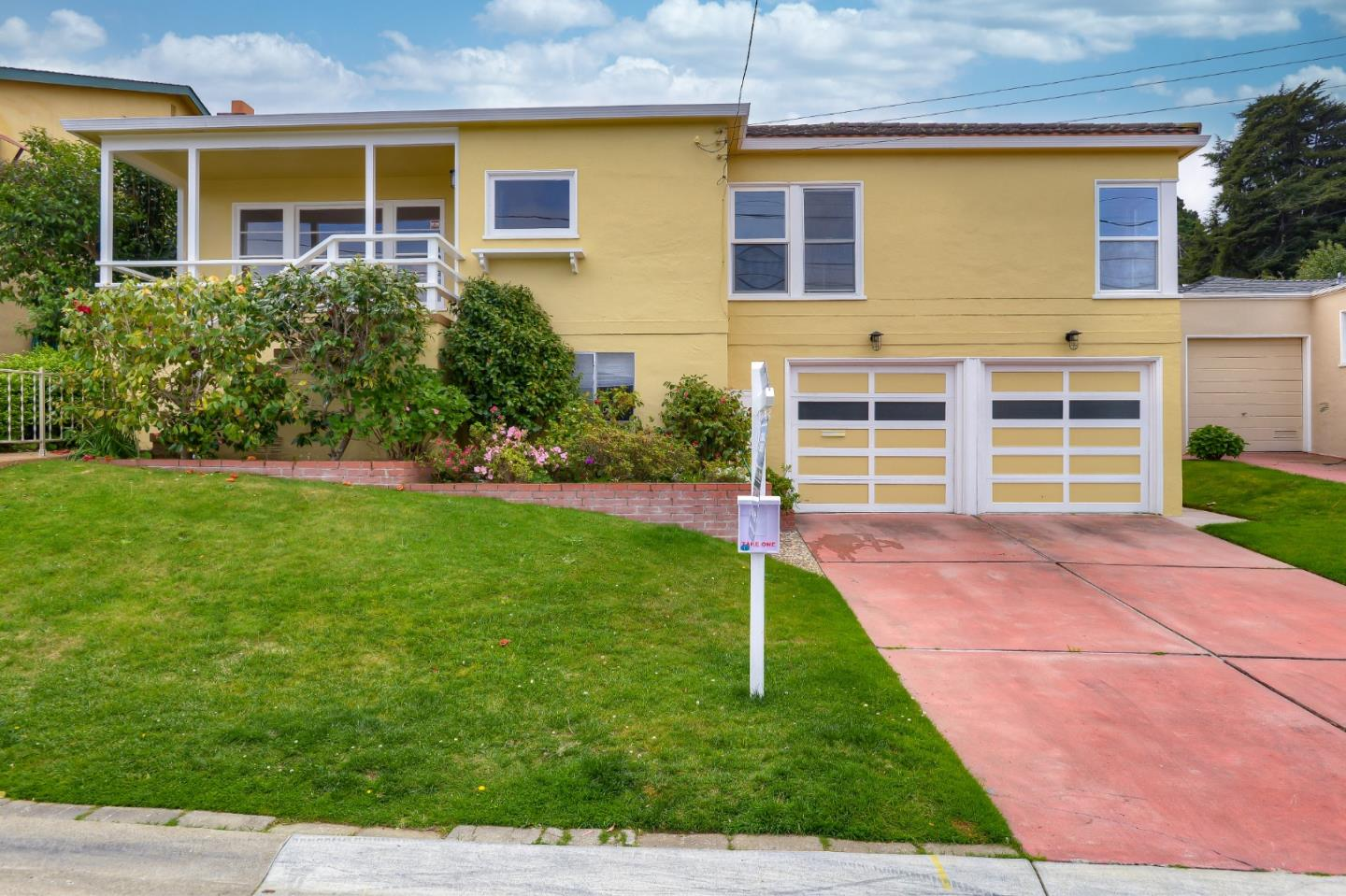 Detail Gallery Image 1 of 1 For 133 Burbank Ave, San Mateo, CA 94403 - 3 Beds | 1 Baths