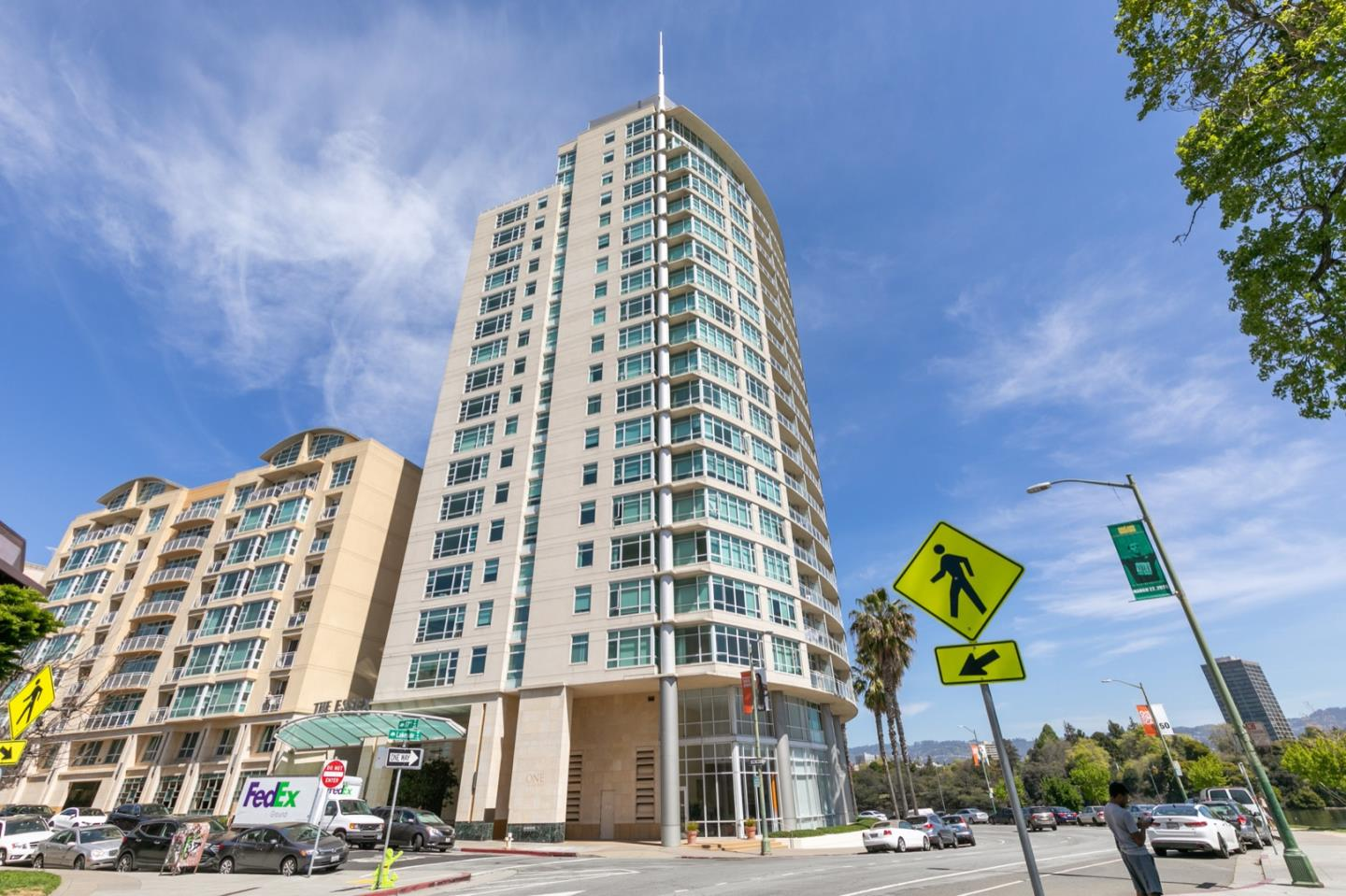 Detail Gallery Image 1 of 21 For 1 Lakeside Dr #405, Oakland, CA 94612 - 1 Beds | 1 Baths