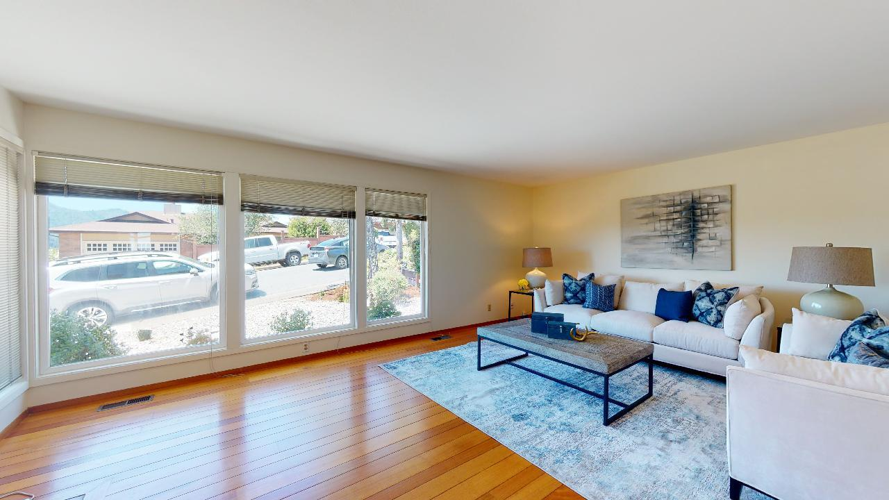 Detail Gallery Image 1 of 29 For 88 Crestwood Dr, San Rafael, CA 94901 - 3 Beds | 2 Baths