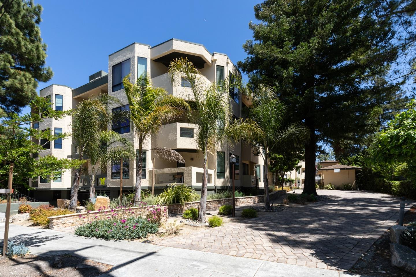 Detail Gallery Image 1 of 1 For 1457 Bellevue Ave #13,  Burlingame,  CA 94010 - 2 Beds | 2 Baths