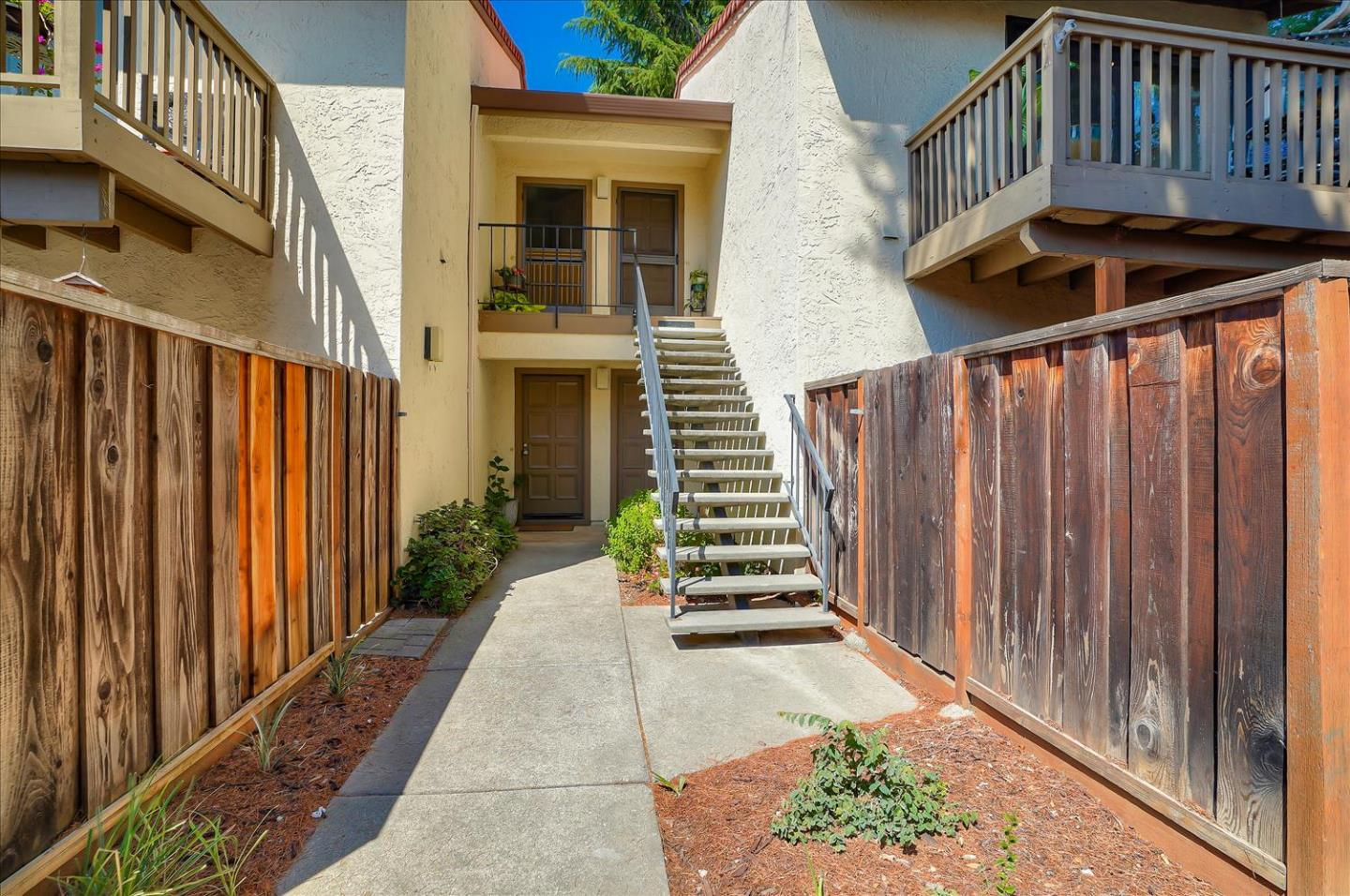 Detail Gallery Image 1 of 1 For 775 Williamsburg Way #B,  Gilroy,  CA 95020 - 1 Beds | 1 Baths