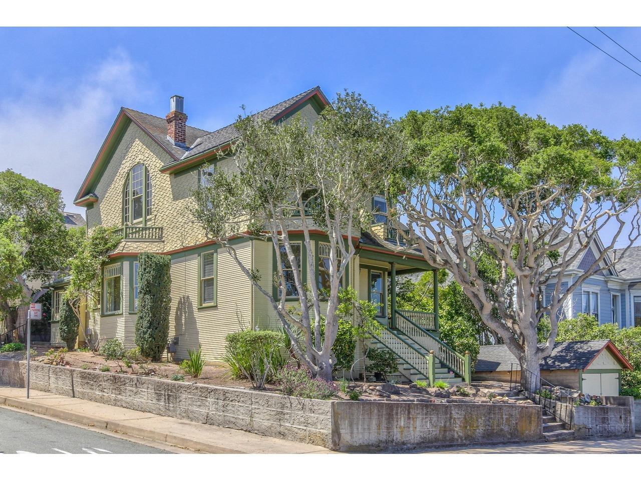 Detail Gallery Image 1 of 1 For 483 Laurel Ave, Pacific Grove, CA 93950 - 4 Beds | 2 Baths